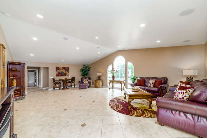 Staged Homes Real Estate Vista in CA