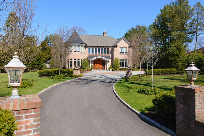Daniel Gale Sotheby's International Realty Syosset in NY