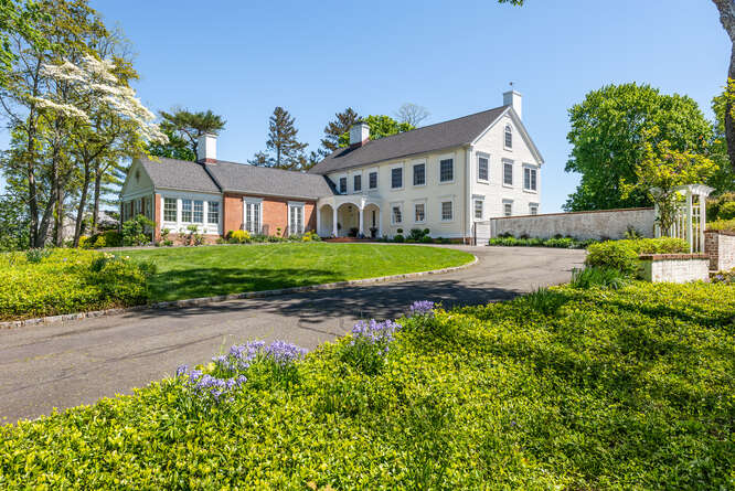 Daniel Gale Sotheby's International Realty Locust Valley in NY