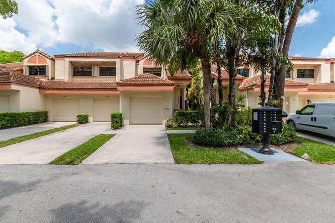 LoKation Real Estate Hollywood in FL